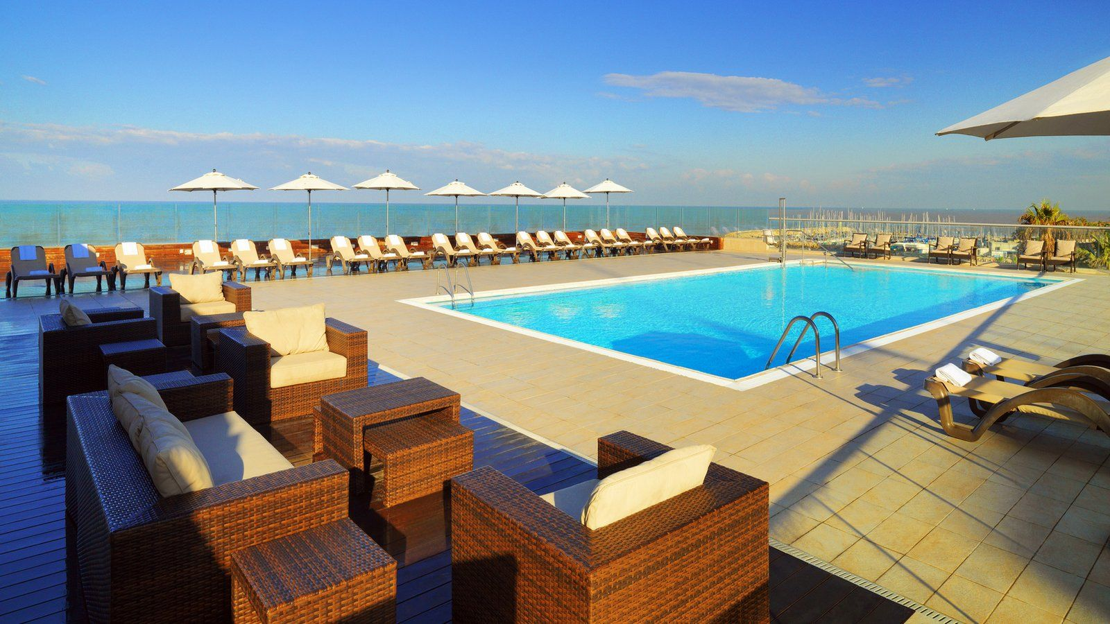 deck 115 swimming pool tel aviv